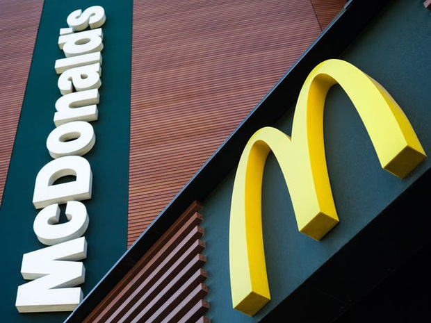 """Logo của những thương hiệu ăn uống đình đám nhất thế giới thay đổi ra sao theo thời gian: """"Chóng mặt"""" nhất vẫn là hãng đầu tiên - Ảnh 8."""