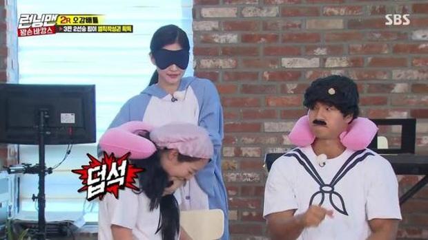 """Tại sao Jeon So Min lại bị ghét nhất """"Running Man""""? Từ nghi án biệt đãi, cướp sóng đến hành động kém duyên, vô lễ đến mức gây phẫn nộ - Ảnh 33."""