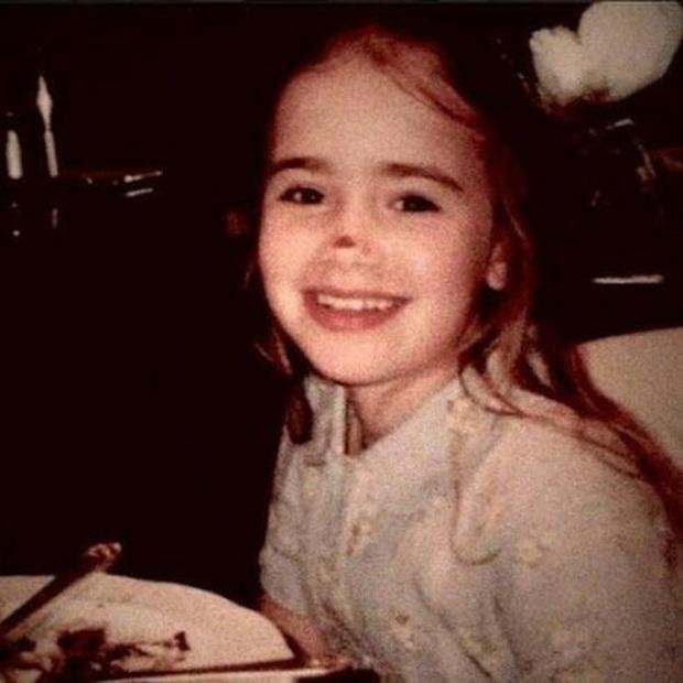 """Ai ngờ những cô bé nhà bên lột xác thành minh tinh vạn người mê: """"Goá phụ đen"""" bức thở, Selena và dàn công chúa Disney còn đỉnh hơn - Ảnh 21."""