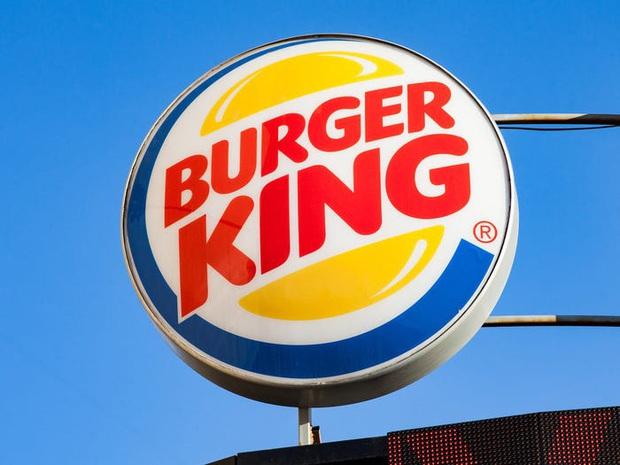 """Logo của những thương hiệu ăn uống đình đám nhất thế giới thay đổi ra sao theo thời gian: """"Chóng mặt"""" nhất vẫn là hãng đầu tiên - Ảnh 36."""
