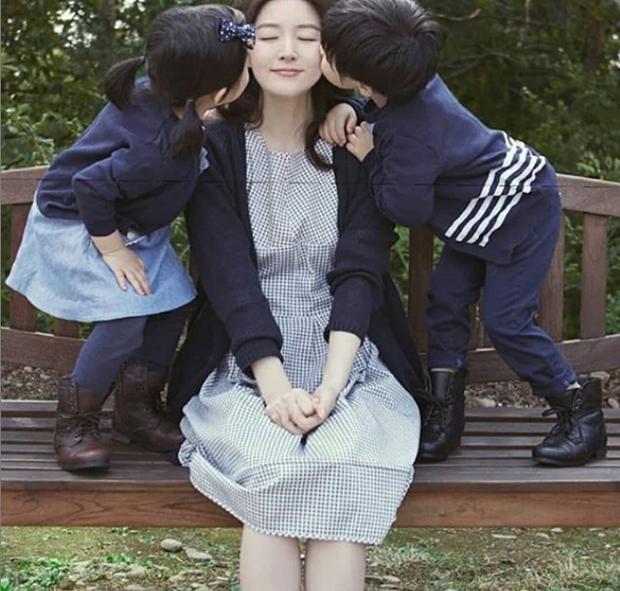 Để mặt mộc đi chợ, Dae Jang Geum Lee Young Ae lộ dấu hiệu lão hoá rõ rệt nhưng nhan sắc U50 vẫn khiến dân tình dậy sóng - Ảnh 4.