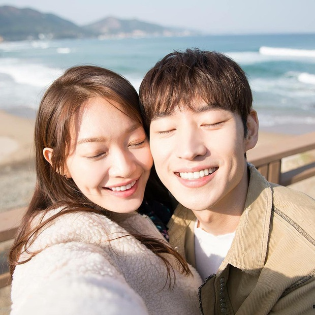 Những bức selfie siêu hiếm của minh tinh Hàn: Jeon Ji Hyun - Park Shin Hye tưởng lộ người yêu, Son Ye Jin cực tình bên ai kia? - Ảnh 9.