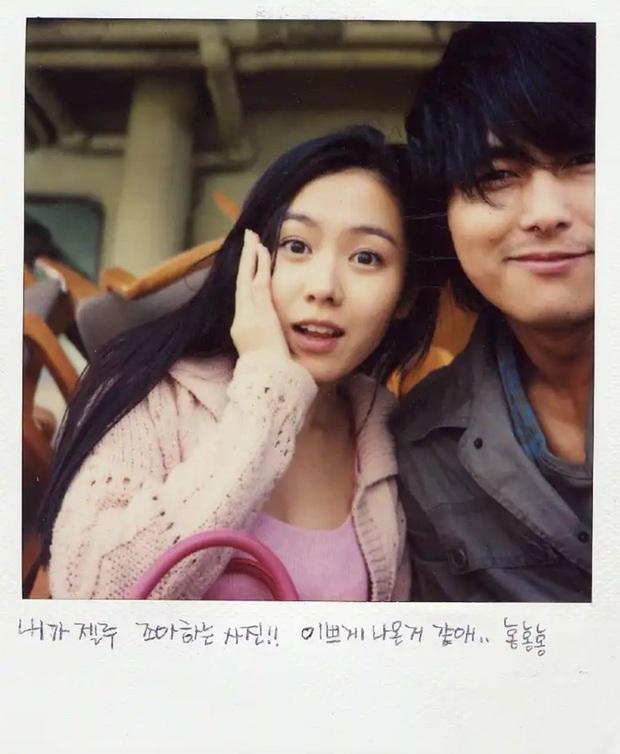 Những bức selfie siêu hiếm của minh tinh Hàn: Jeon Ji Hyun - Park Shin Hye tưởng lộ người yêu, Son Ye Jin cực tình bên ai kia? - Ảnh 2.