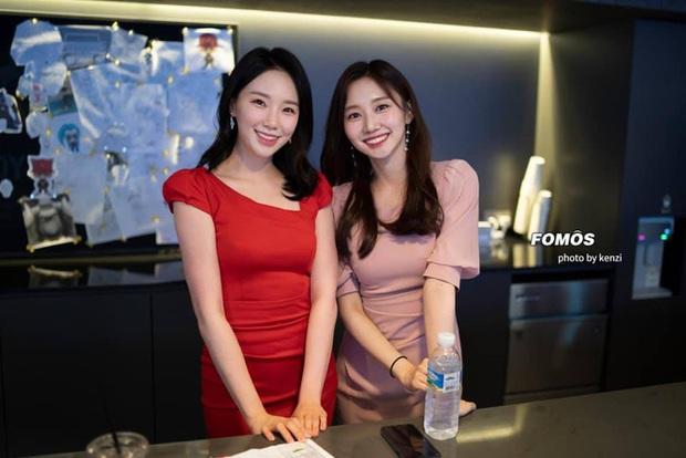 MC xinh đẹp nhất làng LMHT Hàn Quốc chính thức trở lại với LCK, đã thế còn được hỗ trợ bởi 2 cấp dưới cực duyên dáng khác - Ảnh 2.