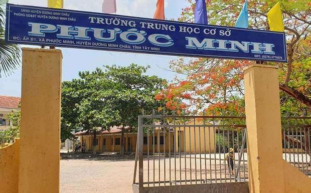 Tạm giữ thầy giáo nhiều lần dâm ô 4 nam sinh trong phòng thí nghiệm ở Tây Ninh - Ảnh 1.