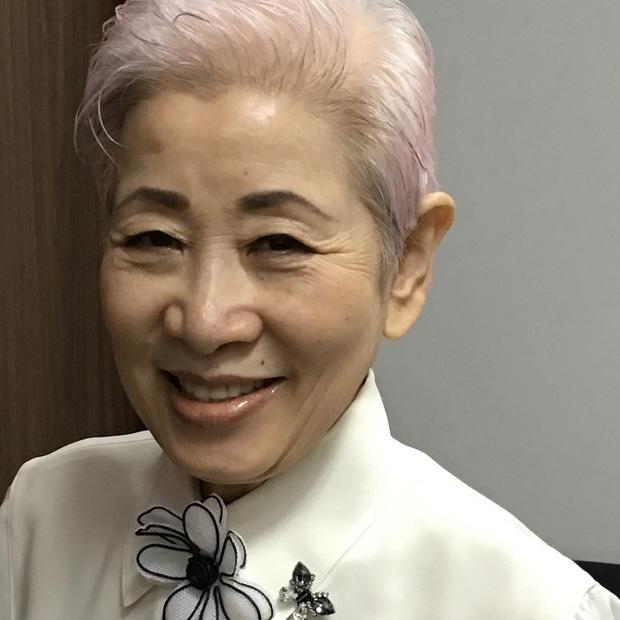 Bậc thầy làm đẹp của Nhật Bản qua đời ở tuổi 76, truyền lại cho phái đẹp toàn cầu bước skincare cải lão hoàn đồng chỉ trong 3 phút - Ảnh 1.