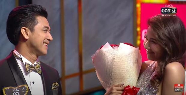 Người Ấy Là Ai sắp có bản dành cho người trung niên? Bản Thái Lan có hẳn nữ chính 48 tuổi chọn nhầm hoa đã có chủ! - Ảnh 7.