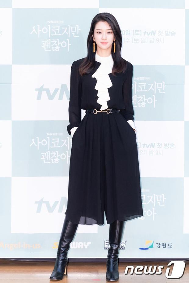 Họp báo hot nhất hôm nay: Kim Soo Hyun gây choáng vì như ma cà rồng hack tuổi, nhưng sao lại bị nữ chính lấn át thế này? - Ảnh 6.