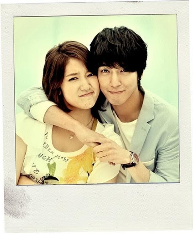 Những bức selfie siêu hiếm của minh tinh Hàn: Jeon Ji Hyun - Park Shin Hye tưởng lộ người yêu, Son Ye Jin cực tình bên ai kia? - Ảnh 14.
