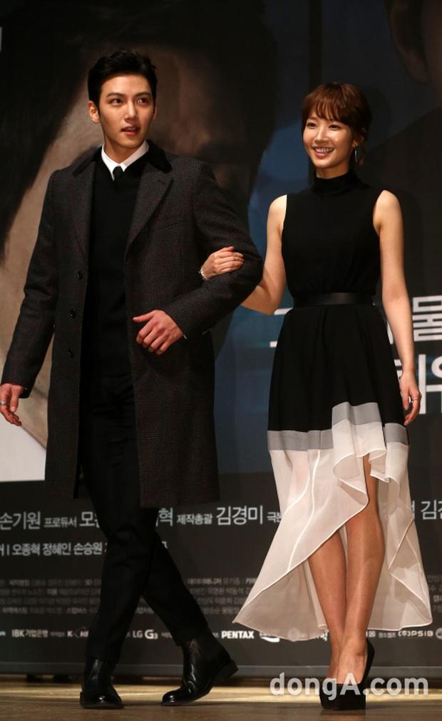 """Đóng phim với ai cũng để lộ hint tình cảm tung tóe nhưng khi đứng cạnh mỹ nhân này, Ji Chang Wook lại """"đơ như tượng"""" - Ảnh 7."""