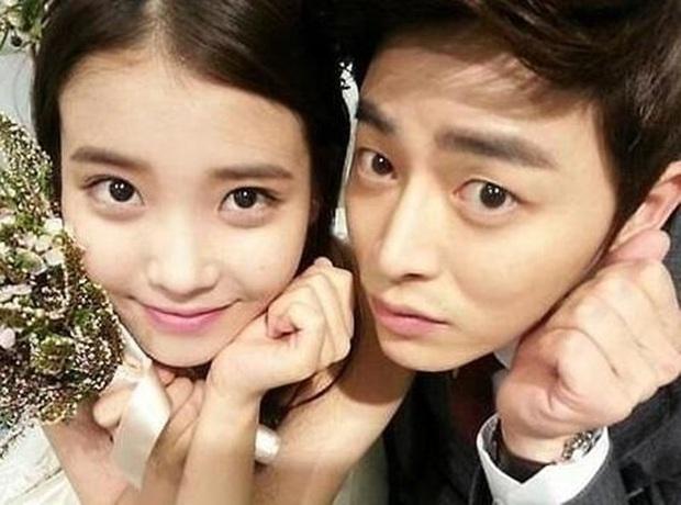 Những bức selfie siêu hiếm của minh tinh Hàn: Jeon Ji Hyun - Park Shin Hye tưởng lộ người yêu, Son Ye Jin cực tình bên ai kia? - Ảnh 18.