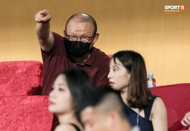 HLV Park Hang-seo yêu cầu bác sĩ Choi Ju-young gặp bằng được tuyển thủ Việt Nam vì lo lắng - Ảnh 3.