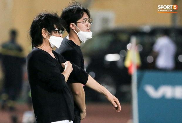 HLV Park Hang-seo yêu cầu bác sĩ Choi Ju-young gặp bằng được tuyển thủ Việt Nam vì lo lắng - Ảnh 2.