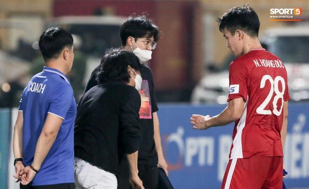 HLV Park Hang-seo yêu cầu bác sĩ Choi Ju-young gặp bằng được tuyển thủ Việt Nam vì lo lắng - Ảnh 4.