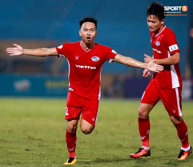 Đội hình tiêu biểu giai đoạn 1 V.League 2020: Công Phượng sát cánh bạn thân và đồng hương thầy Park - Ảnh 8.