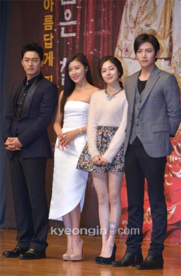 """Đóng phim với ai cũng để lộ hint tình cảm tung tóe nhưng khi đứng cạnh mỹ nhân này, Ji Chang Wook lại """"đơ như tượng"""" - Ảnh 26."""
