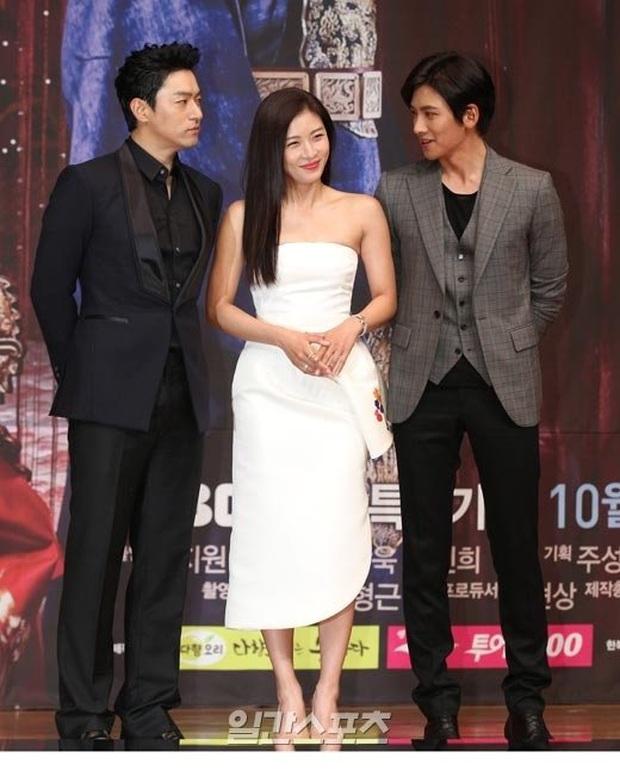"""Đóng phim với ai cũng để lộ hint tình cảm tung tóe nhưng khi đứng cạnh mỹ nhân này, Ji Chang Wook lại """"đơ như tượng"""" - Ảnh 24."""