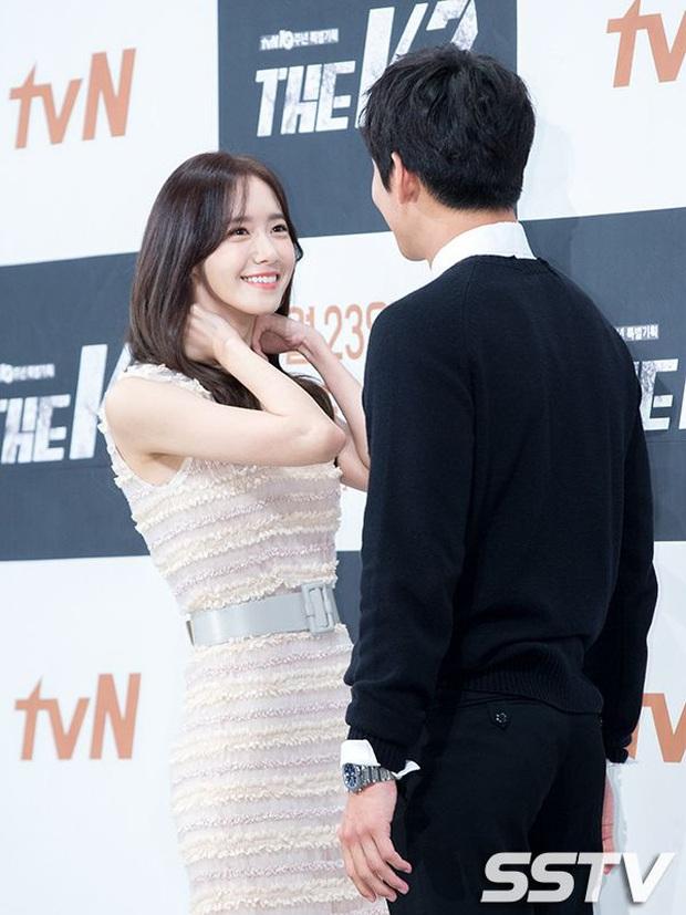 """Đóng phim với ai cũng để lộ hint tình cảm tung tóe nhưng khi đứng cạnh mỹ nhân này, Ji Chang Wook lại """"đơ như tượng"""" - Ảnh 1."""