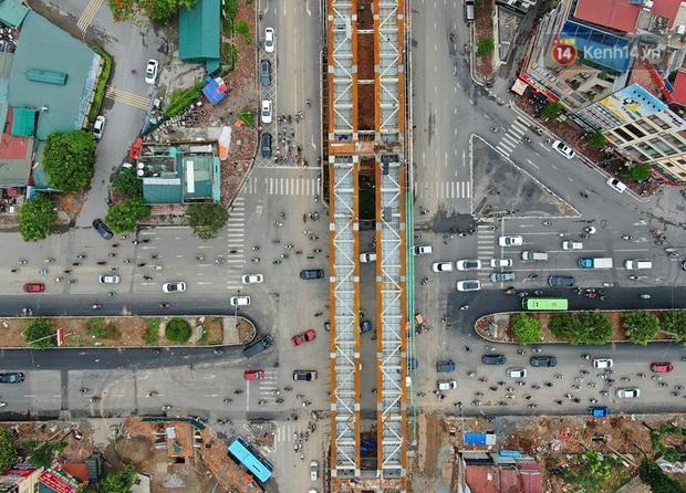 Cận cảnh cầu vượt dầm thép nối liền 3 quận nội thành Hà Nội đang gấp rút thi công - Ảnh 4.