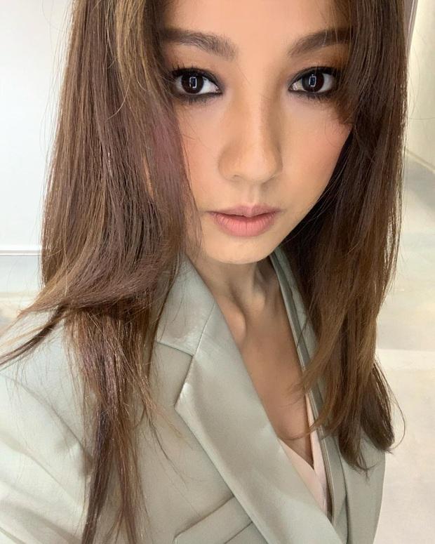 Hiếm ai như Lee Hyori: Make up lồng lộn rồi tự bóc luôn nhan sắc thật, ai dè Knet khó tính lại phản ứng bất ngờ - Ảnh 2.