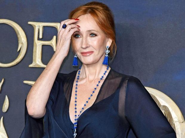 Đem kinh nguyệt ra trêu người chuyển giới, mẹ đẻ Harry Potter bị nghiệp quật khi Fantastic Beasts 3 có nguy cơ hoãn vô thời hạn - Ảnh 1.