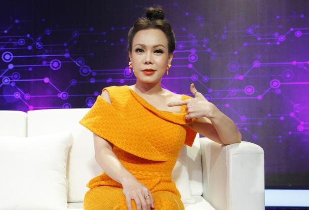 Còn gì đau đớn bằng: Việt Hương bị hội chân dài Võ Hoàng Yến dìm hàng, phải bất chấp đứng lên bục gỗ 30cm cứu nguy - Ảnh 3.