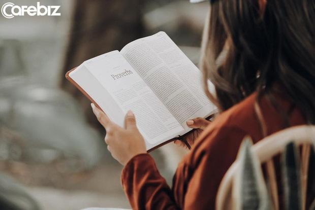 Đọc sách rốt cuộc ảnh hưởng tới người lớn tới đâu? Tôi tìm ra được câu trả lời sau khi phỏng vấn hàng trăm người đi làm  - Ảnh 1.