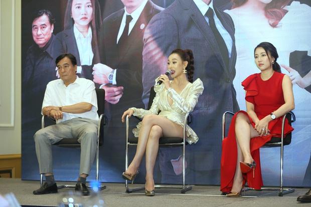 Nhìn bộ váy ngắn nhạy cảm của Phương Oanh Quỳnh Búp Bê mới thấy êkip Việt nên học hỏi người Hàn ở khoản tinh tế - Ảnh 3.