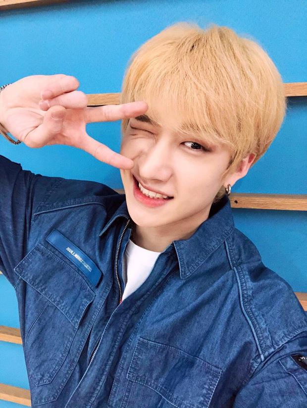 Đã có idol soán ngôi vương của V (BTS): Đổi 7 màu tóc trong 3 tuần, bắt lú fan trên mọi nẻo đường vì thay đổi đến mức chóng mặt - Ảnh 5.