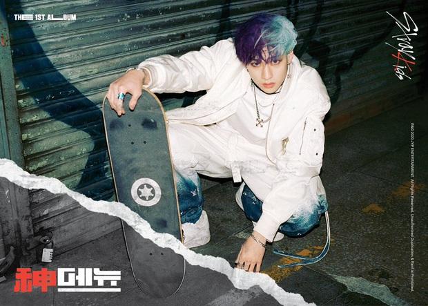 Đã có idol soán ngôi vương của V (BTS): Đổi 7 màu tóc trong 3 tuần, bắt lú fan trên mọi nẻo đường vì thay đổi đến mức chóng mặt - Ảnh 8.