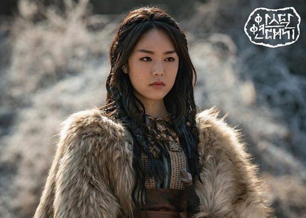 Vận đen tiếp tục đeo bám Song Joong Ki: Siêu bom tấn Arthdal Niên Sử Kí chính thức xác nhận hoãn quay mùa 2 - Ảnh 3.