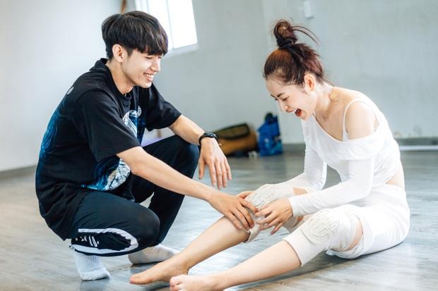 Quang Đăng biên đạo hit mới cho Chi Pu: phức tạp đến mức... đáng quan ngại, đầu gối nữ ca sĩ chấn thương nhưng vẫn bất chấp tập luyện - Ảnh 8.