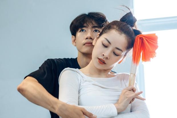 Quang Đăng biên đạo hit mới cho Chi Pu: phức tạp đến mức... đáng quan ngại, đầu gối nữ ca sĩ chấn thương nhưng vẫn bất chấp tập luyện - Ảnh 12.