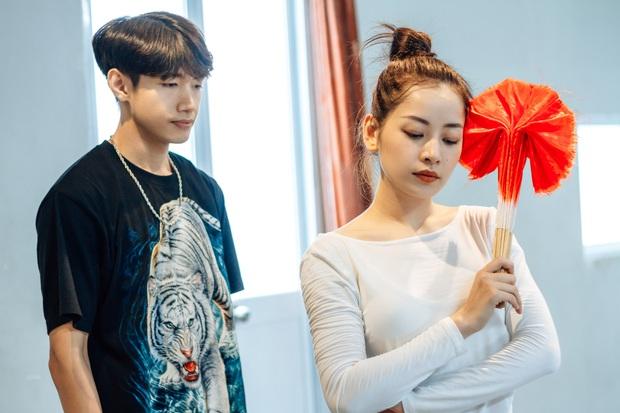 Quang Đăng biên đạo hit mới cho Chi Pu: phức tạp đến mức... đáng quan ngại, đầu gối nữ ca sĩ chấn thương nhưng vẫn bất chấp tập luyện - Ảnh 13.