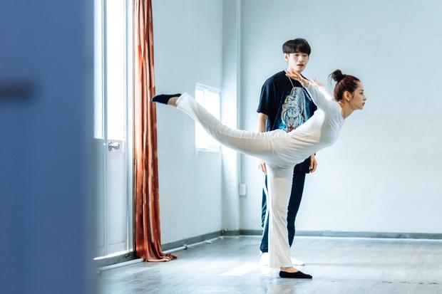 Quang Đăng biên đạo hit mới cho Chi Pu: phức tạp đến mức... đáng quan ngại, đầu gối nữ ca sĩ chấn thương nhưng vẫn bất chấp tập luyện - Ảnh 6.