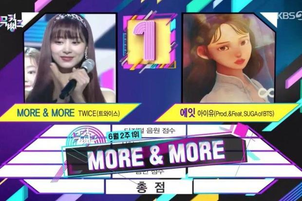 """TWICE hát live dở tệ nhưng vẫn thắng IU, giành cúp thứ 100 khiến Knet bất mãn không tin: """"Sao có thể đứng nhất khi thậm chí không thể hát?"""" - Ảnh 1."""