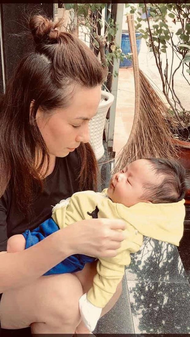 Đã có 22 con nuôi, Phi Nhung hạnh phúc đón nhận thêm 1 bé bị bỏ rơi khiến netizen vô cùng xúc động - Ảnh 3.