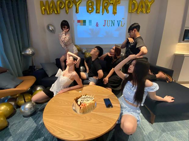 Will và Linh Ka công khai sánh đôi trong tiệc sinh nhật của Jun Vũ: Thân mật thế này bao giờ mới công khai? - Ảnh 3.