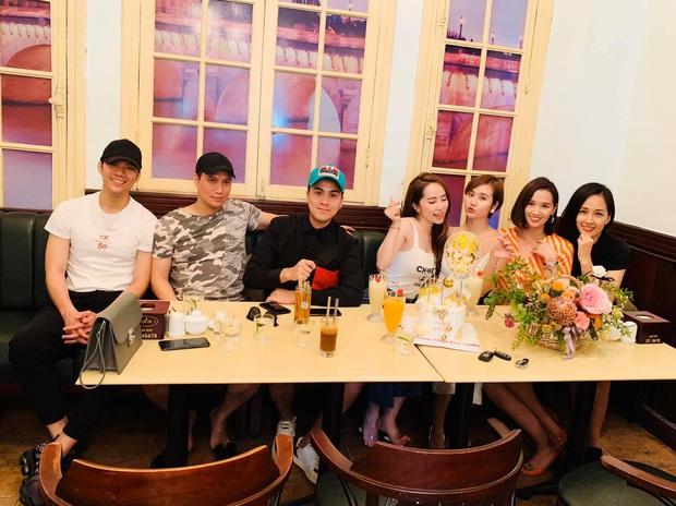 Mai Phương Thuý và hội bạn thân đình đám Hà Thành tụ họp chúc sinh nhật Huyền Lizzie, nhan sắc Việt Anh gây chú ý - Ảnh 2.