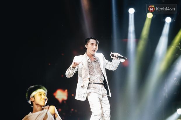 SKY TOUR: Mãn nhãn vì loạt stage máu lửa nhưng có thực làm hài lòng khán giả không phải fan Sơn Tùng M-TP? - Ảnh 9.