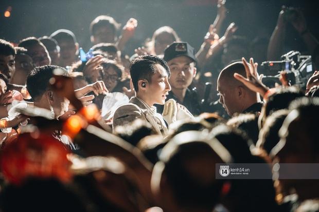SKY TOUR: Mãn nhãn vì loạt stage máu lửa nhưng có thực làm hài lòng khán giả không phải fan Sơn Tùng M-TP? - Ảnh 5.