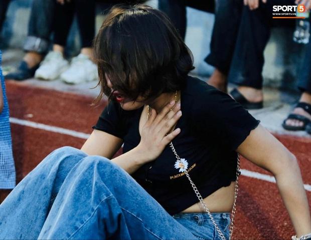 Vỡ sân vận động Hà Tĩnh, fangirl kêu cứu giữa biển người ở trận bóng đá hot nhất thế giới - Ảnh 7.