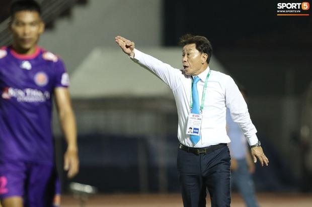 """HLV Hàn Quốc cáu giận vì trọng tài nhiều lần ngó lơ khi Công Phượng và đồng đội bị """"gạt tay trúng má"""" - Ảnh 3."""