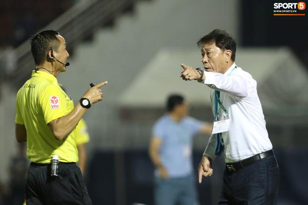 """HLV Hàn Quốc cáu giận vì trọng tài nhiều lần ngó lơ khi Công Phượng và đồng đội bị """"gạt tay trúng má"""" - Ảnh 4."""