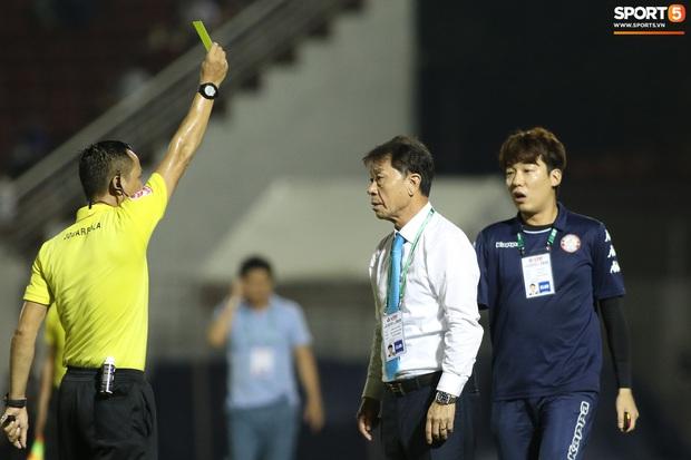 """HLV Hàn Quốc cáu giận vì trọng tài nhiều lần ngó lơ khi Công Phượng và đồng đội bị """"gạt tay trúng má"""" - Ảnh 7."""