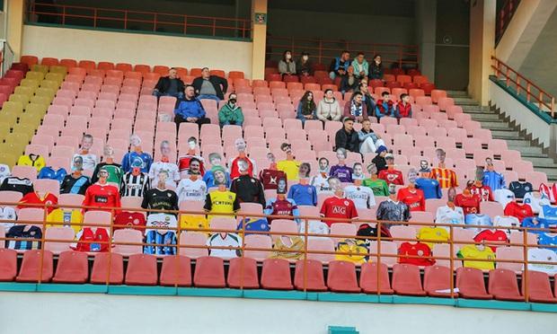 Vỡ sân vận động Hà Tĩnh, fangirl kêu cứu giữa biển người ở trận bóng đá hot nhất thế giới - Ảnh 13.