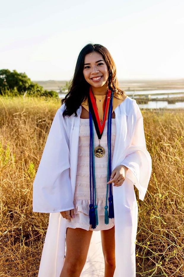 Hồng Đào khoe con gái út cao 1m7, cực cá tính vừa tốt nghiệp cấp 3 ở Mỹ: Con nhà người ta đây rồi! - Ảnh 3.