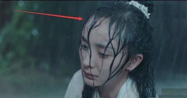 Khi mỹ nhân Cbiz dầm mưa so deep: Dương Mịch lộ luôn khuyết điểm, Lưu Thi Thi đẹp đến nao lòng - Ảnh 13.