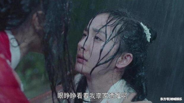Khi mỹ nhân Cbiz dầm mưa so deep: Dương Mịch lộ luôn khuyết điểm, Lưu Thi Thi đẹp đến nao lòng - Ảnh 14.