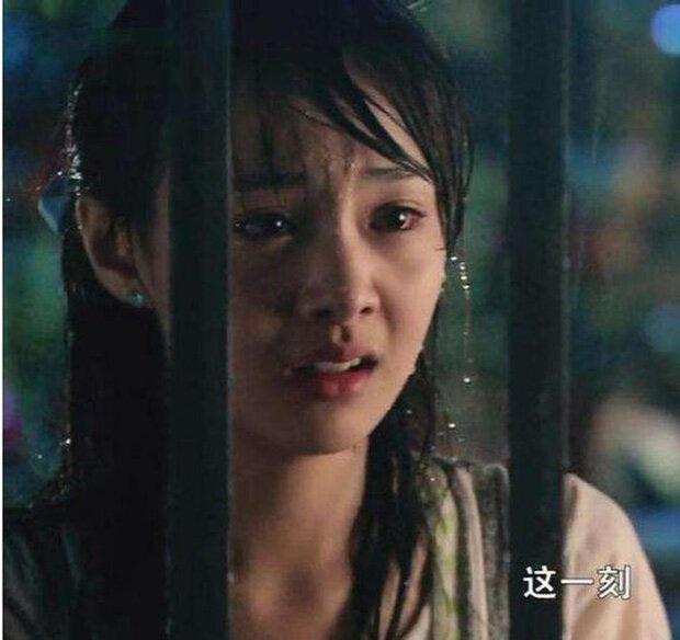 Khi mỹ nhân Cbiz dầm mưa so deep: Dương Mịch lộ luôn khuyết điểm, Lưu Thi Thi đẹp đến nao lòng - Ảnh 5.